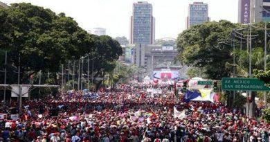 El pueblo nuevamente sale a las calles a defender a su legítimo Presidente Nicolás Maduro